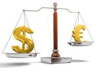 Dinero en circulación en escala del balance Imágenes de archivo libres de regalías
