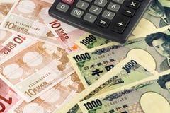 Dinero en circulación euro y japonés Foto de archivo
