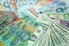 Dinero en circulación multi Imágenes de archivo libres de regalías