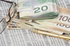 Dinero en clip Fotos de archivo libres de regalías