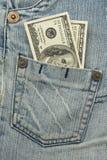 Dinero en el bolsillo de los pantalones vaqueros Fotografía de archivo