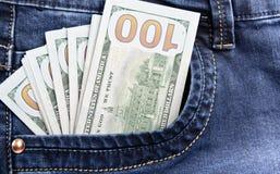 Dinero en el bolsillo de tejanos Imágenes de archivo libres de regalías