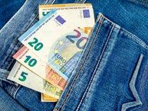 Dinero en el bolsillo imagenes de archivo