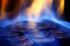 Dinero en el fuego Fotos de archivo