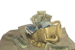 Dinero en el jarro quebrado Imagen de archivo