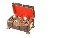 Dinero en un pecho imagen de archivo libre de regalías