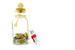 Dinero en un tarro Foto de archivo libre de regalías