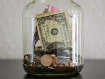 Dinero en un tarro Fotografía de archivo