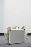 Dinero en una cartera imagenes de archivo