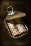 Dinero en una lata. Imágenes de archivo libres de regalías