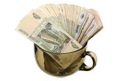 Dinero en una taza de cristal Imagen de archivo libre de regalías