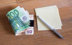 Dinero euro/el concepto del presupuesto dom'estico fotos de archivo