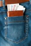 Dinero euro en bolsillo fotografía de archivo libre de regalías