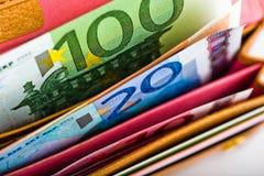 Dinero euro en cartera Imagen de archivo libre de regalías