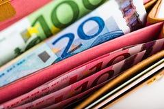 Dinero euro en cartera Fotografía de archivo libre de regalías