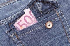 Dinero euro en un bolsillo de pantalones vaqueros Fotos de archivo
