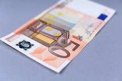 Dinero euro en un fondo blanco Fotografía de archivo libre de regalías