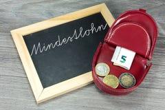Dinero euro y salario mínimo en Alemania imágenes de archivo libres de regalías