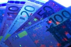 Dinero europeo en rayos ULTRAVIOLETA foto de archivo libre de regalías