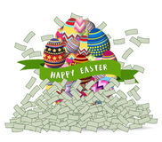 Dinero feliz de la montaña de los huevos de Pascua Foto de archivo