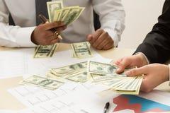 Dinero ganado cuenta fotografía de archivo libre de regalías