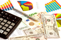 Dinero, gráficos financieros Fotografía de archivo