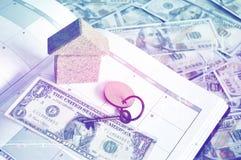 Dinero mensual del ahorro y del planeamiento para las finanzas del negocio del costo y el concepto del préstamo Imagenes de archivo