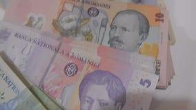 Dinero mezclado del primer de Rumania metrajes