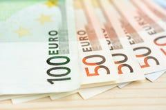 Dinero, moneda euro y x28; EUR& x29; cuentas Imagen de archivo libre de regalías