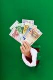 Dinero para la precipitación de las compras de la Navidad Fotos de archivo