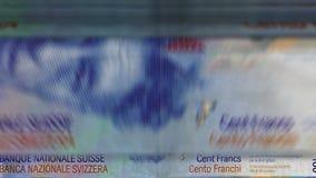 """Dinero que cuenta la máquina abajo del †""""100 francos suizos metrajes"""