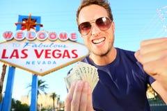 Dinero que gana del hombre de Las Vegas Fotografía de archivo libre de regalías