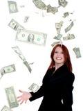 Dinero que lanza joven hermoso de la mujer de negocios en el aire Imágenes de archivo libres de regalías