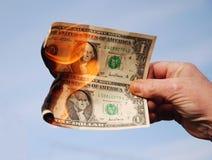Dinero a quemar. Imagen de archivo libre de regalías