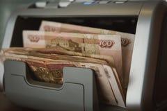 Dinero ruso en máquina sumadora Foto de archivo