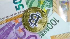Dinero virtual del bitcoin de oro almacen de video