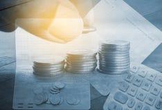 Dinero y actividades bancarias de la cuenta para el concepto de las finanzas fotografía de archivo libre de regalías