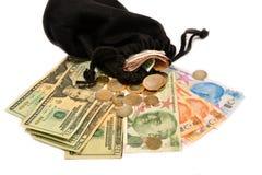 Dinero y bolsa turcos en el fondo blanco Fotografía de archivo