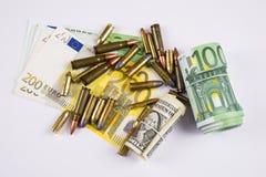 Dinero y bullets5 Fotografía de archivo libre de regalías