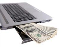 Dinero y computadora portátil foto de archivo