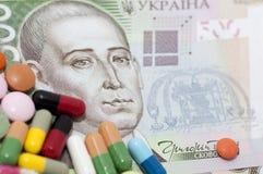 Dinero y drogas (medicina) Imagen de archivo libre de regalías