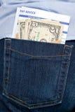 Dinero y hoja de paga en bolsillo posterior. Foto de archivo libre de regalías