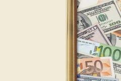 Dinero y libro Fotos de archivo