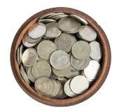 Dinero y monedas en el arte de madera del envase en Tailandia fotografía de archivo libre de regalías
