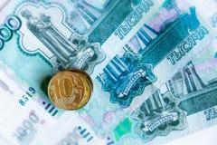 Dinero y monedas rusos imágenes de archivo libres de regalías