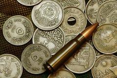 Dinero y munición Fotos de archivo libres de regalías