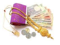 Dinero y oro indios imagenes de archivo
