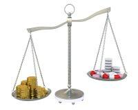 Dinero y píldoras en las escalas del balance del oro Imágenes de archivo libres de regalías