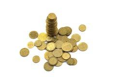 Dinero y peniques ucranianos en un fondo blanco Fotos de archivo