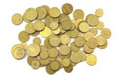 Dinero y peniques ucranianos en un fondo blanco Imágenes de archivo libres de regalías